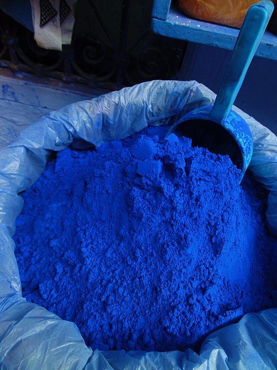 Técnicas y aplicaciones visuales del color azul